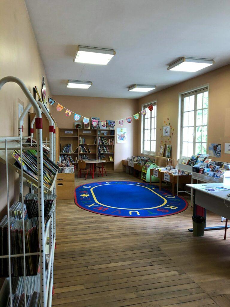 Le premier étage de la bibliothèque de Montrichard Val de Cher